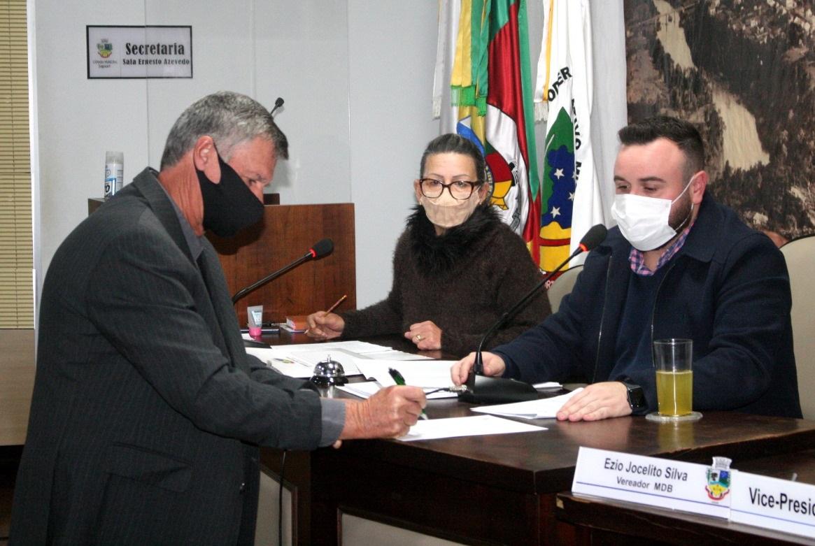 Notícia sobre VEREADOR ANTONIO CARLOS DAPIEVE TOMA POSSE NA CÂMARA MUNICIPAL